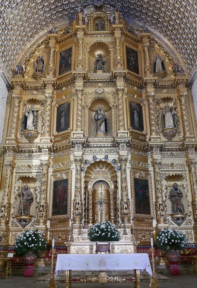 Altar in the Templo Santo Domingo church in Oaxaca